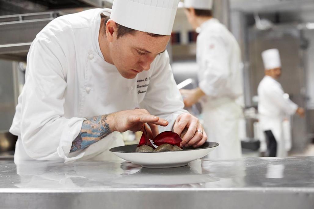 El chef argentino Marcos Scorza en plena tarea.