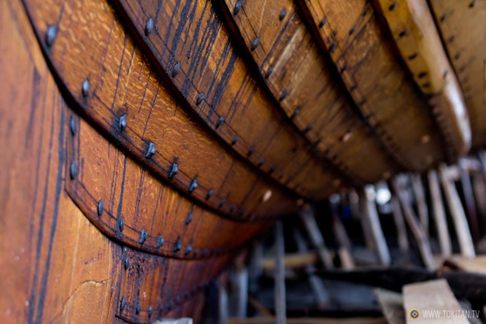 Construcción de un barco vikingo en el puerto de Tonsberg, siguiendo métodos artesanales.