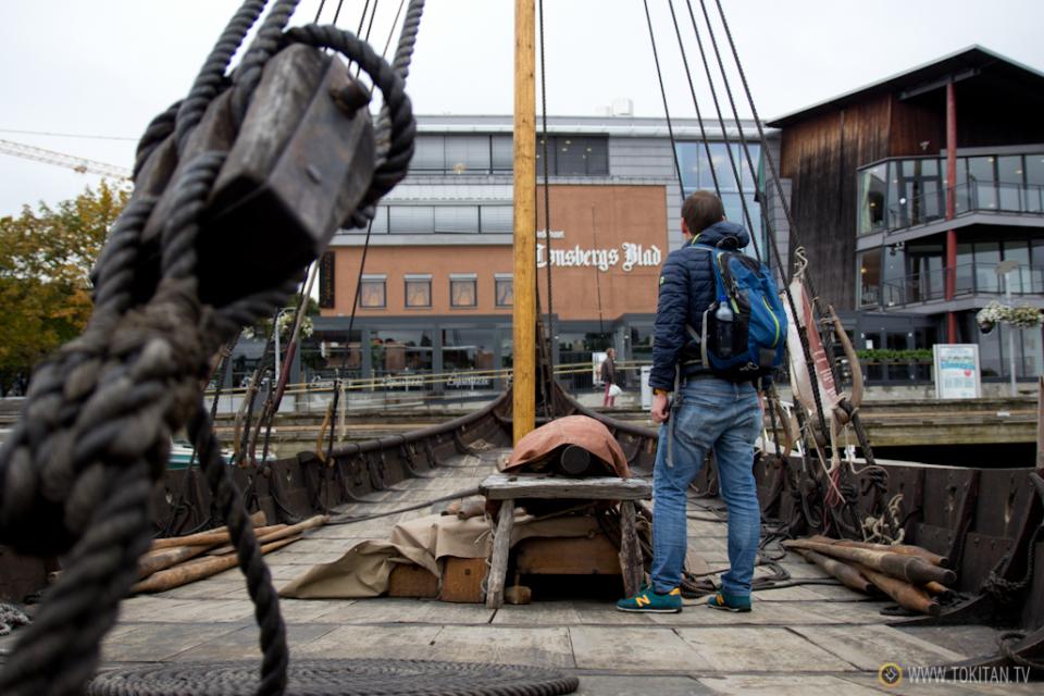 ruta-vikinga-noruega-barco-vikingo-historia-drakkar-saga-oseberg-reproducción-excursion-navegar-cubierta-tonsberg-brygge-vestfolfd
