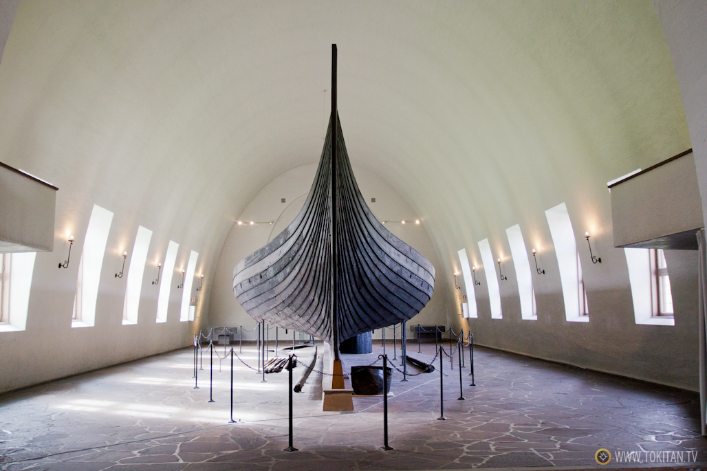 El drakkar conocido como Gokstad, hallado en un enterramiento de la región de Vestfold, es una de las principales atraccioens del Museo del barco Vikingo de Oslo.